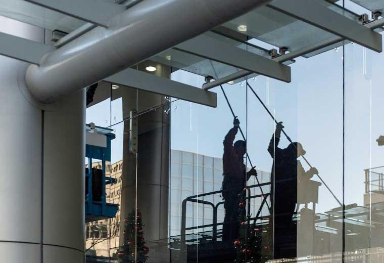 PF Gebäudereinigung, Glasreinigung